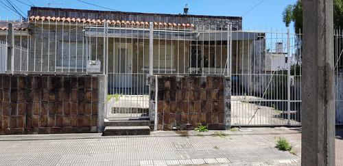 Casa Con 100m2 Construidos, Terreno De 284m2, Padron Unico