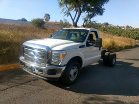 Ford F-350 Modelo 2015 Color Blanco Parrilla Cromada