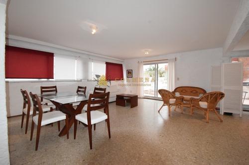 Apartamento En Peninsula, 2 Dormitorios 1 Baño-ref:3046