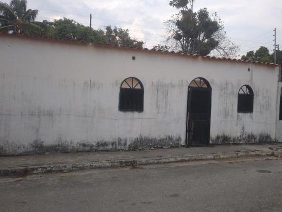 Casa En Venta En Yaritagua 19-9243 Rb