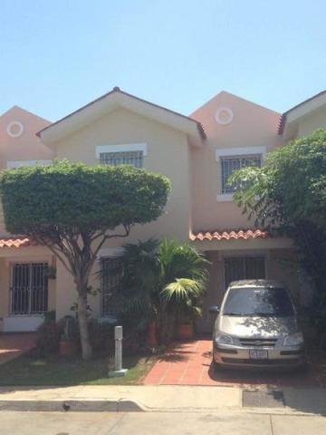 Casas En Venta Maracaibo Of, Punta Arena Lago Mar Beach