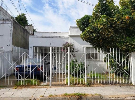 P.h. Con Cochera Todo En Planta Baja En Villa Sarmiento. Alquiler