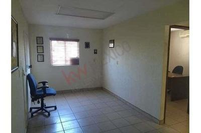 Se Renta Oficina Independiente, En Despacho. Incluye Todos Los Servicios