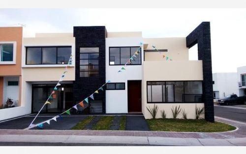 Se Vende Hermosa Casa En Esquina De 220 M2 En El Refugio !!