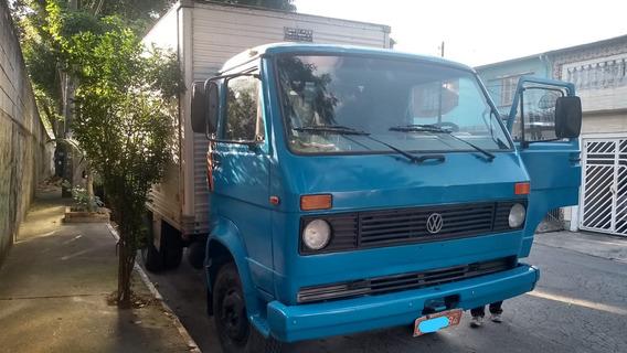 Caminhão Bau Volkswagen 6.90