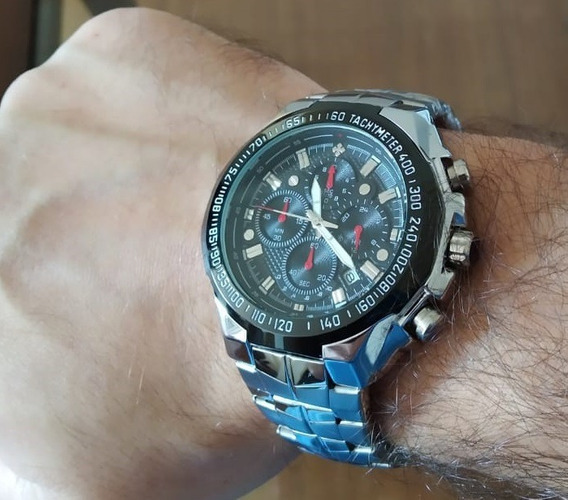 Relógio Masculino Prateado Fundo Preto