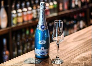 Champagne Pommery Sur Glace Royal Blue Sky Tu Bebidas