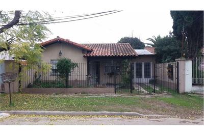 Casa Tres Ambientes, Garage Y Parque.