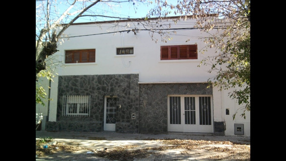 Alquilo Casa 65 Y 4 Con Cochera. Particular