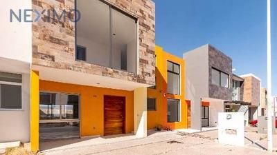 Casa Habitación A La Venta En Fraccionamiento Hacienda