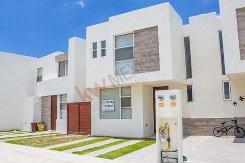 Casa En Venta Villa De Pozos $1,550,000.00 Con Excedente. Zona Industrial