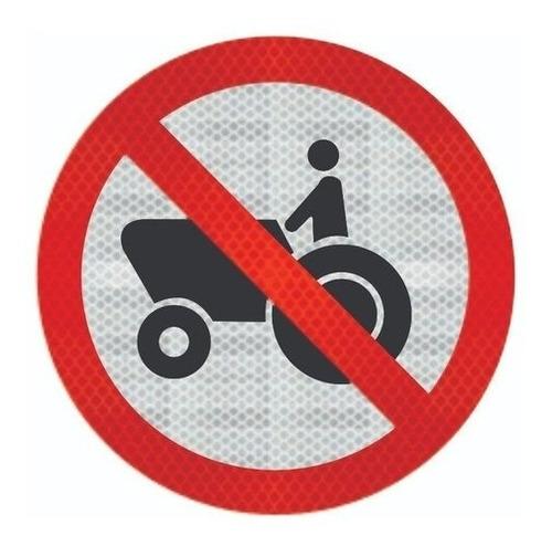 Imagem 1 de 3 de Placa R-13 C/ Adesivo Tipo I Proibido Trânsito De Tratores