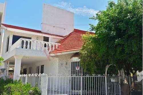 Casa En Venta En Lomas De Mazatlan Cerca De Zona Dorada, Parque Y Escuela