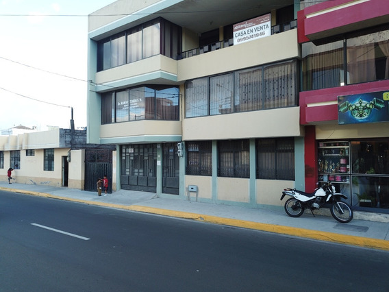 Casa De 3 Pisos En Venta En Riobamba Centro
