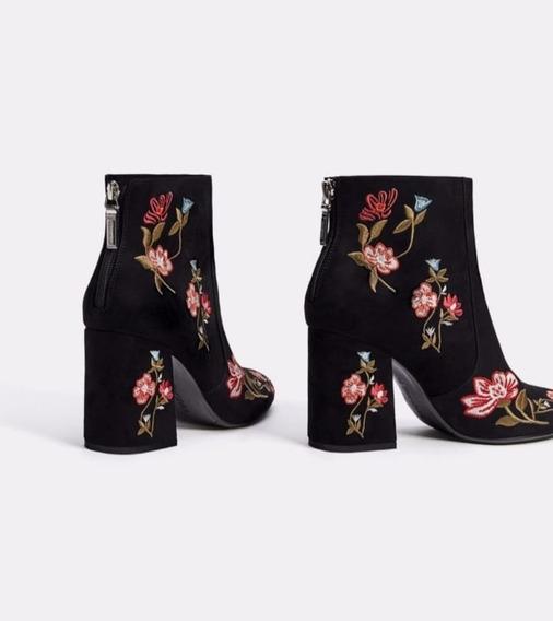 Botas Bershka De Collección Col Negra Con Bordado De Flores