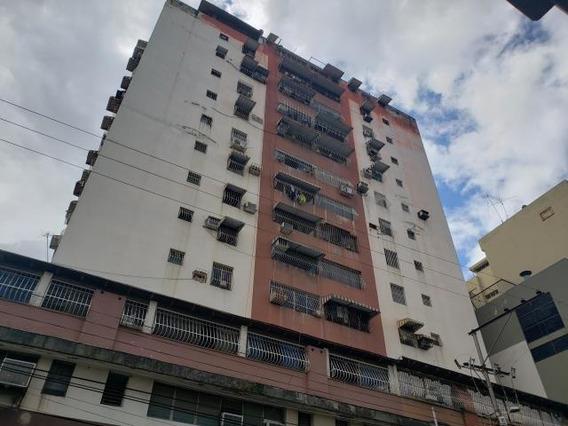 Apartamento En Venta En El Centro Res Don David Cod. 20-5755