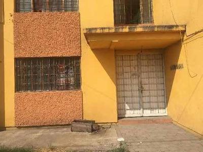 Departamento En Venta Planta Baja En Hilario Medina Cerca A Plaza Galeria Las Torres C/amplio Jardin