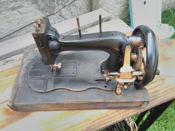 Maquina De Costura Antiga Manual Com Madeira Original Rara