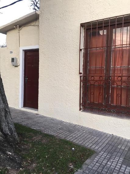 Linda Casa De 2 Dormitorios!
