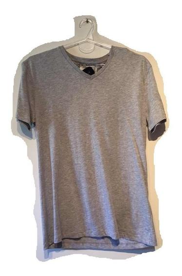 Remera De Hombre Escote En V Marca Zara. Similar A Hollister
