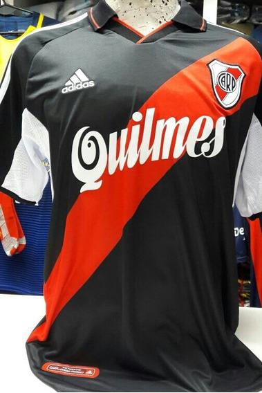 Camiseta River Plate Negra 2001 Retro Lisa Ortega Cavenaghi