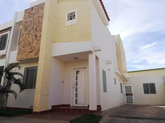 Verónica Ch. Vende Townhouse Milagro Norte Maracaibo