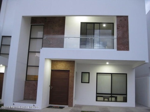Casa En Venta En Altos De Juriquilla, Queretaro, Rah-mx-20-178