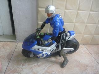 Muñeco Max Steel Con Su Moto Y Pastillas Que Lanza Usado