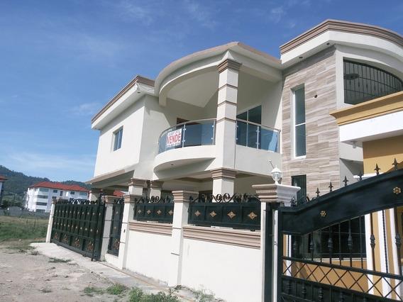 Casa De Dos Niveles ,nueva En Jarabacoa.