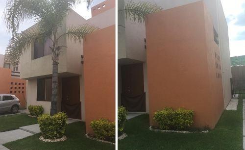 Preciosa Casa En Puerta Real, Jardín, 3 Recamaras, Pasillo Lateral, 3 Autos