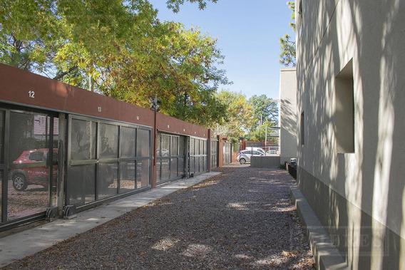 Oficina En Venta En El Condominio Las Pircas - Con Renta