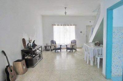 Sobrado A Venda Na Praia Das Pitangueiras, Guaruja - 3 Dormitórios - Vaga Para 2 Carros. - So0009