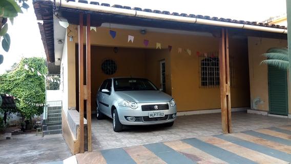 Casa De 03 Quartos No Bairro Heliópolis - 2540