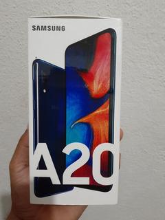 Celular Samsung A20 32gb De Armazenamento Interno E 3gb Ram