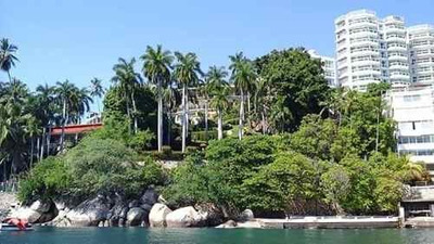 Casa En Venta En Acapulco, Frente Al Mar, Con Muelle.