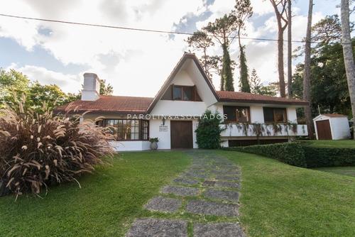 Hermosa Casa En Mansa Ideal Para Vivir Todo El Año- Ref: 2716