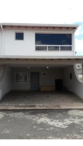 Casa En Urb El Portal De La Castellana