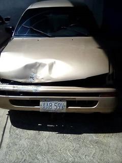 Toyota Corolla 1997 Chocado En La Parte Frontal