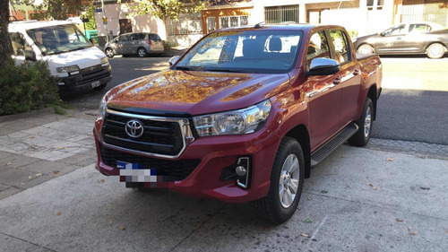 Imagen 1 de 7 de Toyota Hilux 2.8 Cd Srv 177cv 4x2 2020