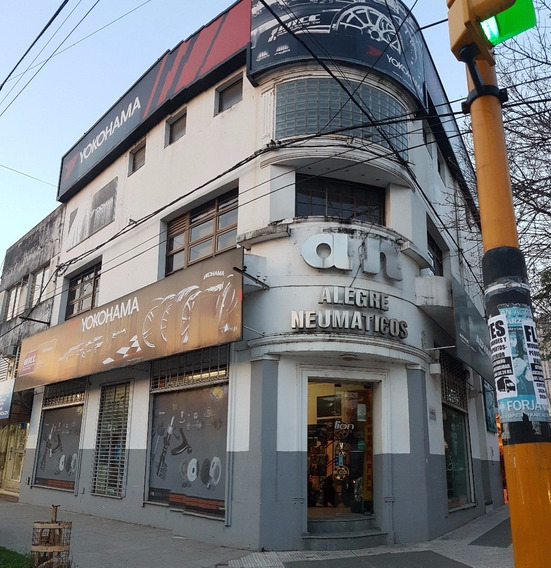 Importante Local Comercial En Emblemática Esquina De La Ciudad!