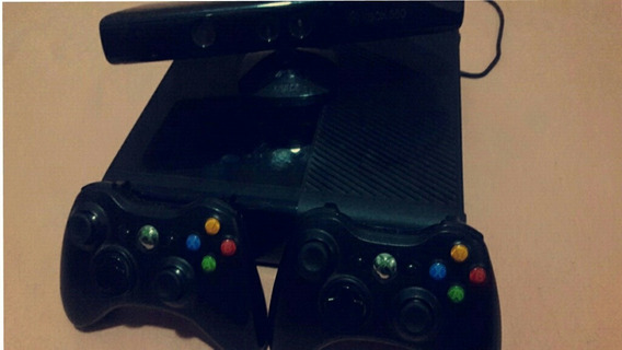 Xbox 360, 2controles, Kinect ,hd Dentro Do Console, Jogos