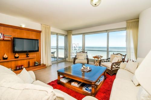 Venta De Apartamento De Dos Dormitorios En Suite Más Dependencia De Servicio En Torre Le Parc, Punta Del Este- Ref: 276