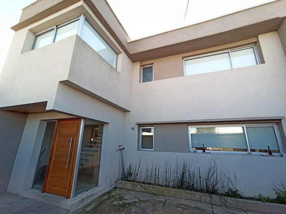 Casa 154 Mts2 Cubiertos En Calle Haramboure Ensenada