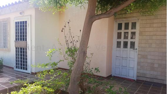 Casa En Alquiler En Villa Acacias Mls #20-10438 N M