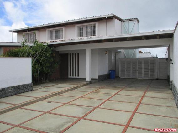 Casa En Venta Urb. Lomas De La Lagunita, Cod. 19-12674