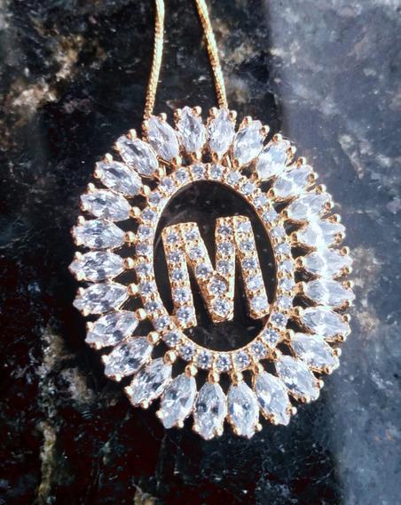 Colar Mandala Letras Cravejado Zircônias Folheado Ouro