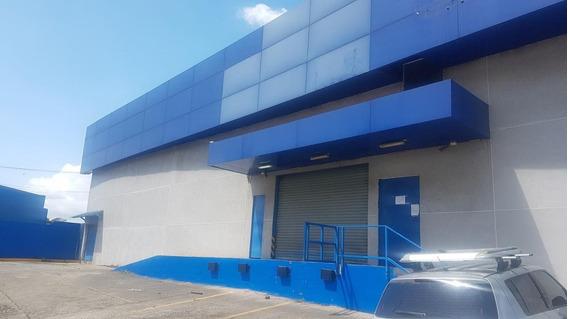 Excelente Galera En Alquiler En Transistmica Panama Cv