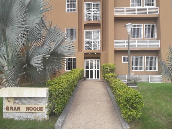Apartamento En Urb. Los Roques, Av Intercomunal 04243745301
