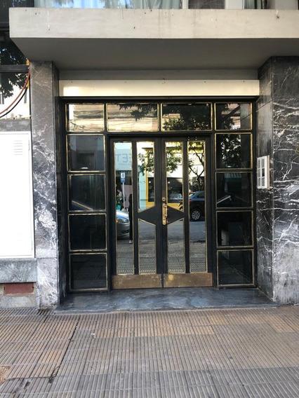 Venta De Departamento En Edificio Bo. Junín.