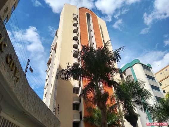 Apartamento En Venta Maracay San Isidro, 19-14733 Scp